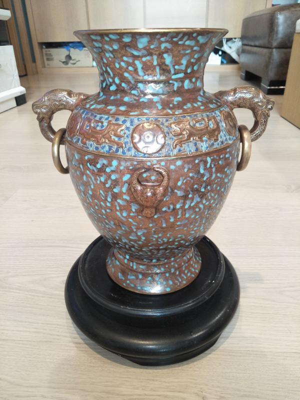 精品 大清乾隆年製 古銅彩茶葉沫色釉青銅器紋描金雙耳瓶